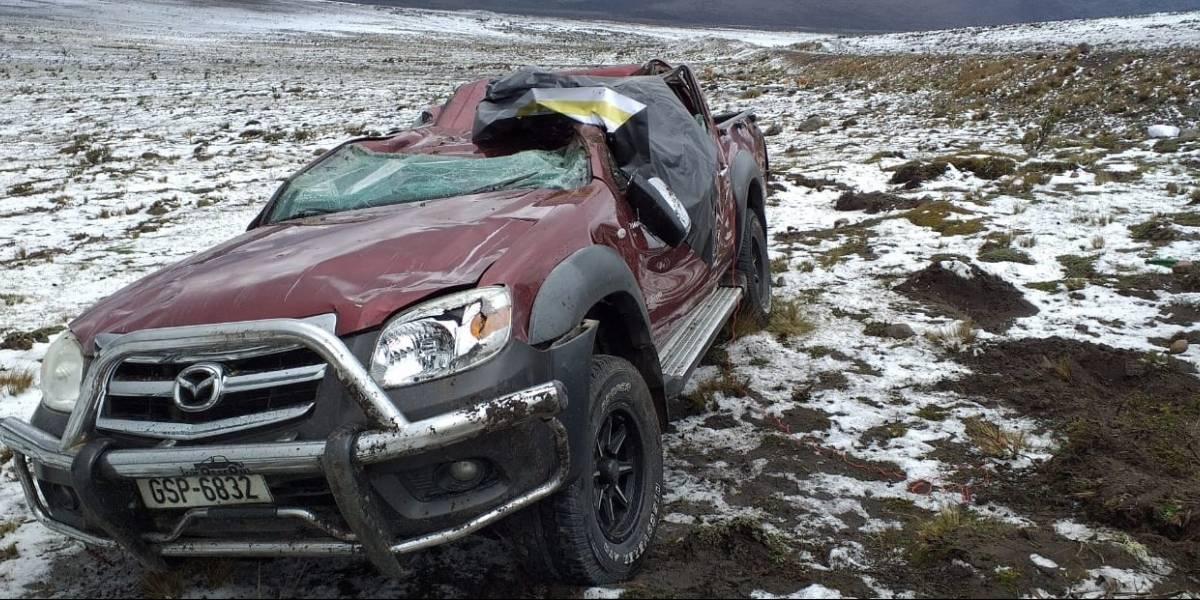 Dos heridos en accidente de tránsito por caída de nieve en el Arenal, vía Ambato- Guaranda