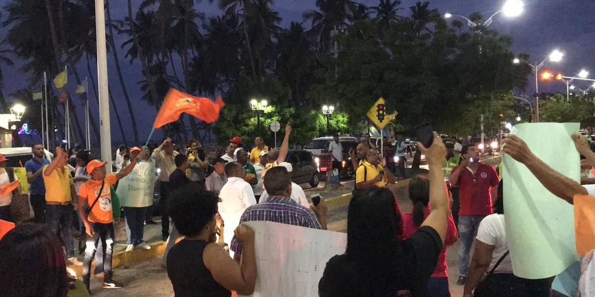 #ChaoFiscal gritan los colombianos en diferentes ciudades del país