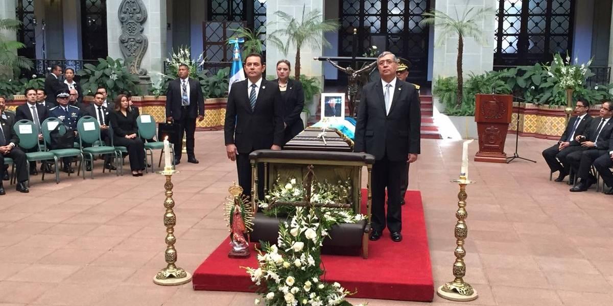 Gobierno y Congreso rinden honras fúnebres al ex vicepresidente Francisco Reyes