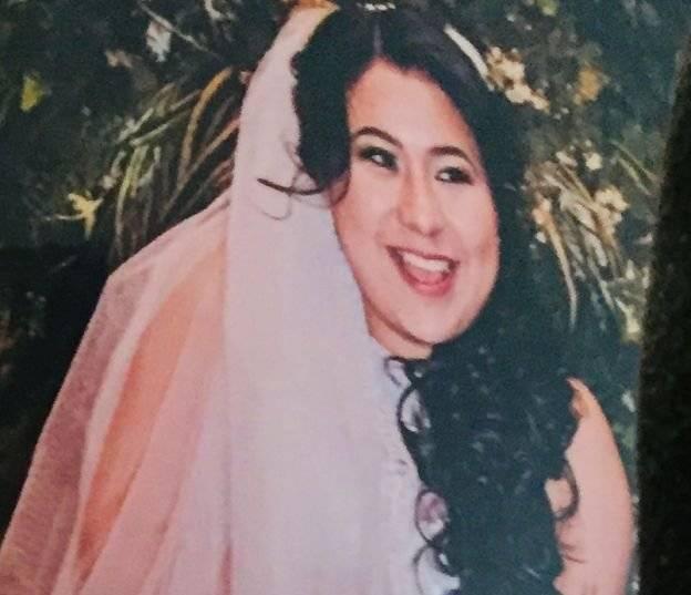 Sandra Maribel con su vestido de novia