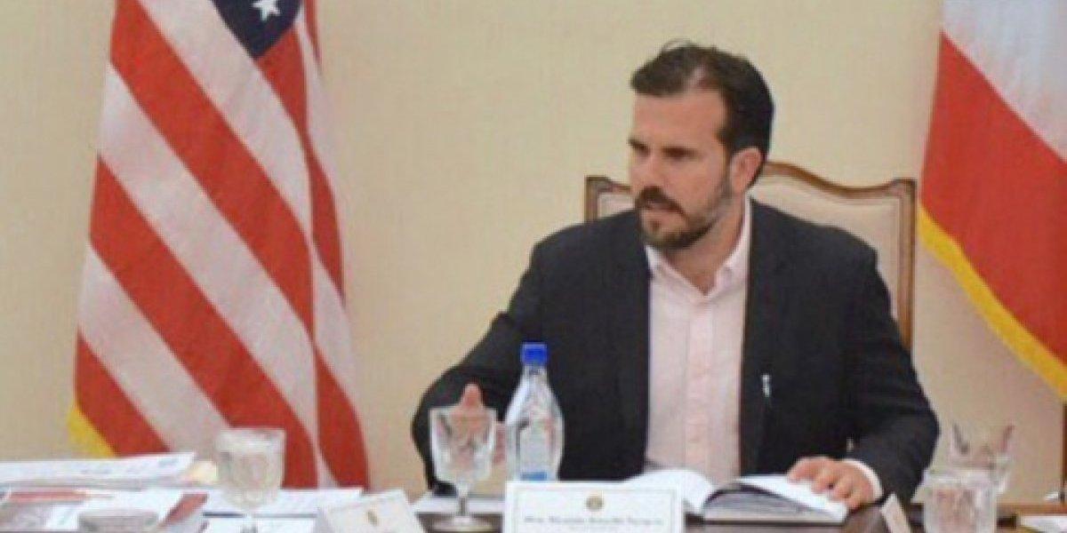 Gobernador anuncia que la Junta aprobó el reglamento del Procurador del Paciente