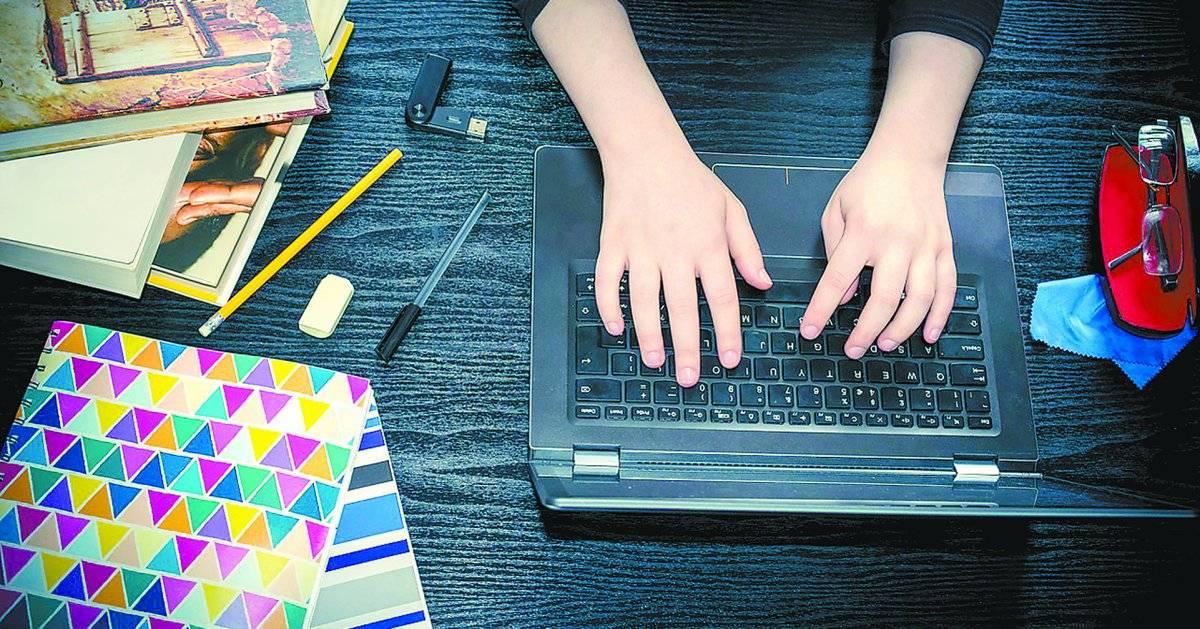 ensino médio computador estudante - Falha crítica