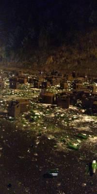 Decenas de javas de cerveza se derraman en la Panamericana Sur