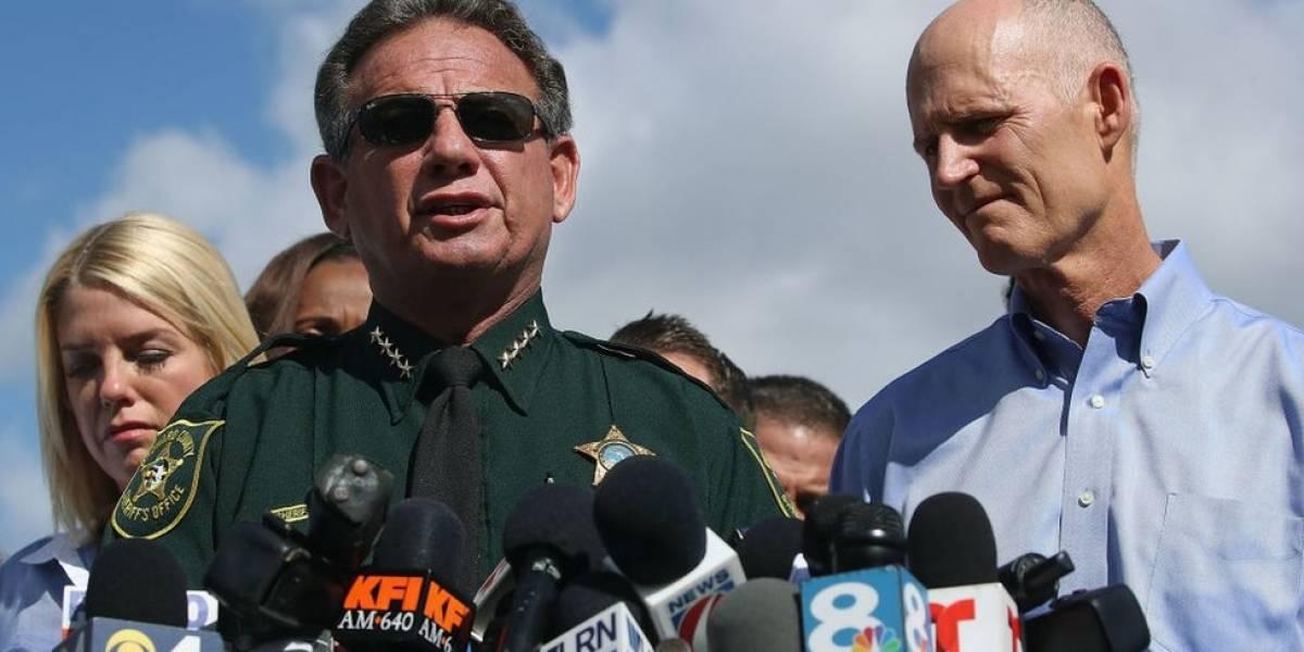 """Tiroteo en Parkland: el gobernador de Florida suspende por """"sus errores"""" al alguacil del condado donde ocurrió la matanza"""