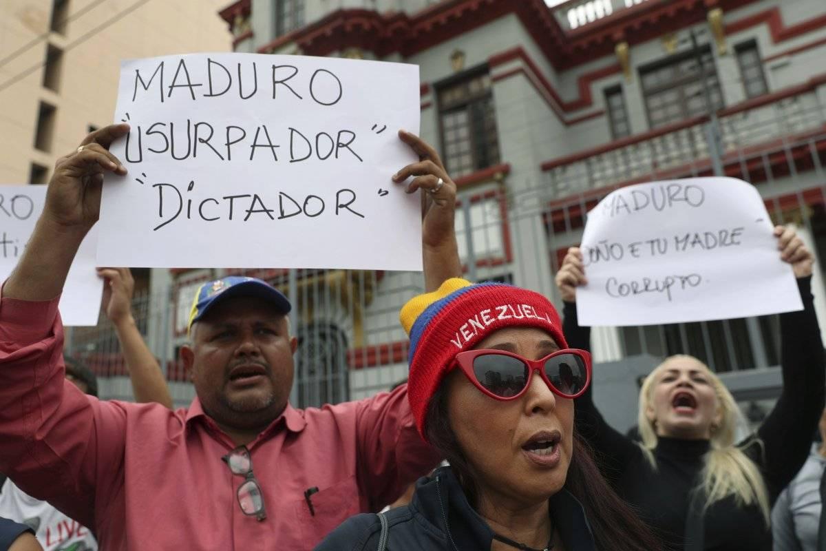 Millones se han manifestado en contra de su administración, debido a la crisis económica, social, política y humanitaria que se vive en el país. Foto: AP
