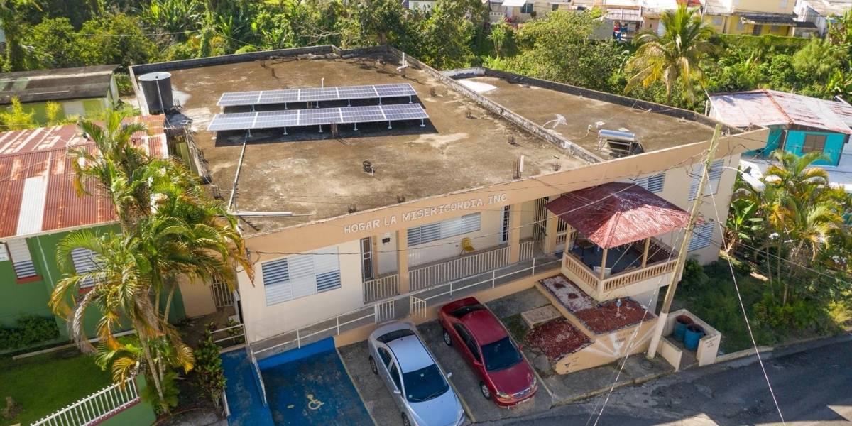 Casa Pueblo y Empower by Light instalan sistema de energía solar en hogar de personas mayores