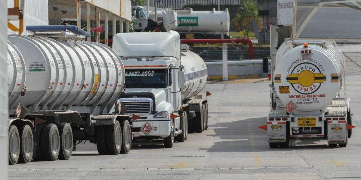 Pemex y Canacar acuerdan plan de distribución de combustible