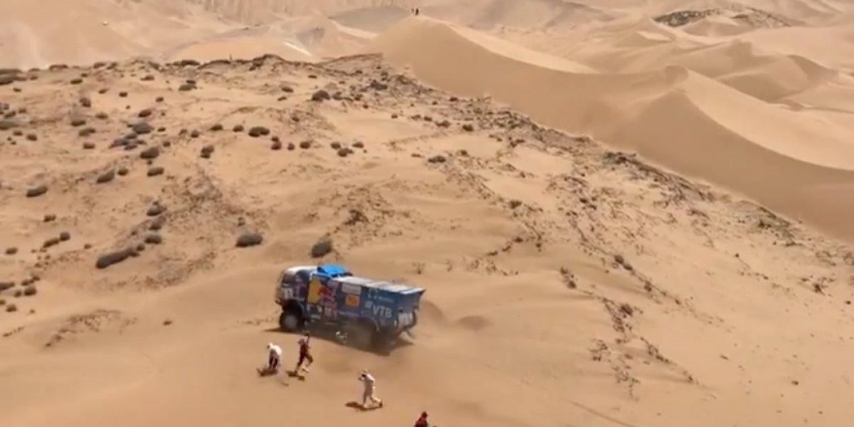VIDEO: Piloto de camión atropella a un espectador en plena competencia del Rally Dakar