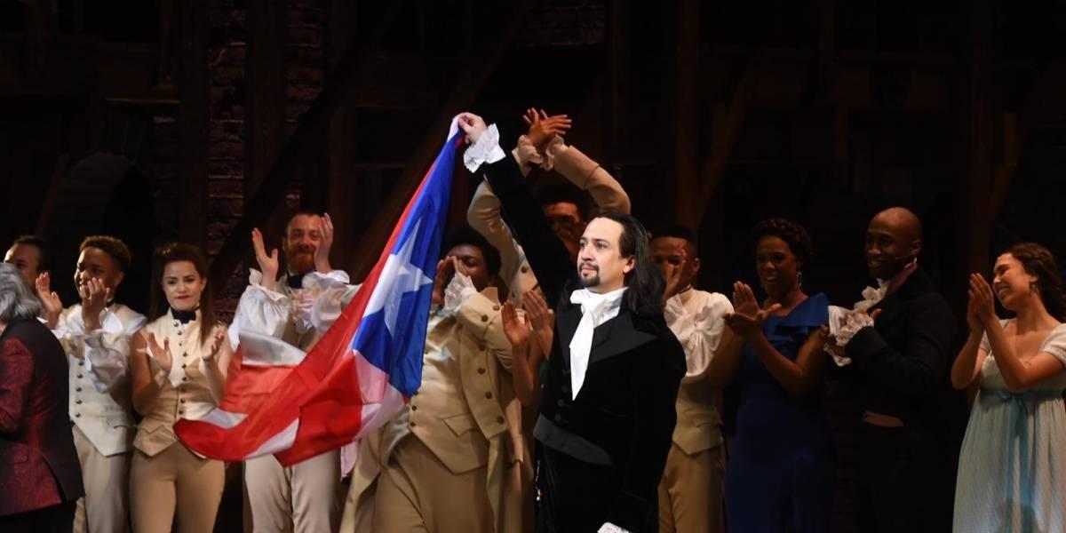 Sorprenden a Lin Manuel con banderas de Puerto Rico en noche final de Hamilton