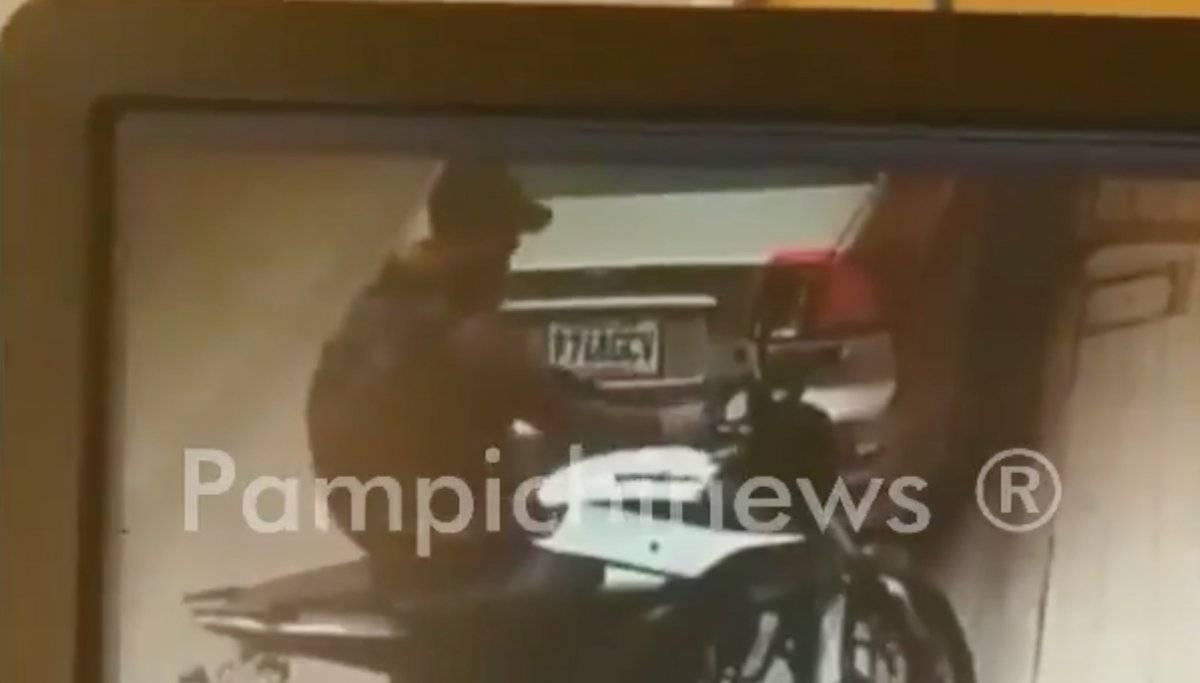 Hombre intentó robar una moto en Amatitlán. Foto: Twitter
