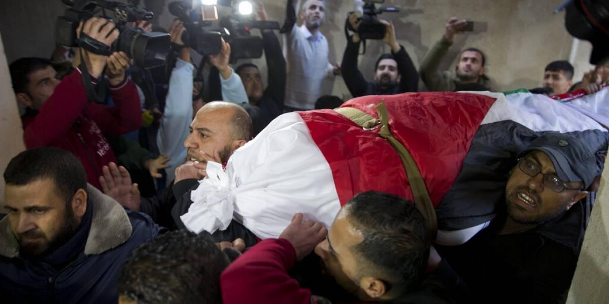 Palestinos de luto por mujer que murió por fuego israelí