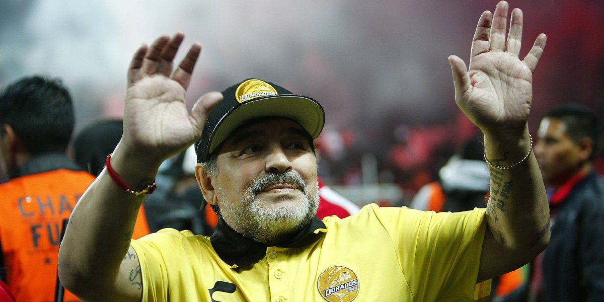 Diego Maradona fue operado con éxito del estómago y permanecerá en reposo en su casa en Argentina