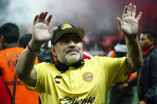 Diego Maradona fue operado con éxito este sábado y estará hasta el lunes en la Clínica Olivos en Argentina. / Imagen: Getty Images