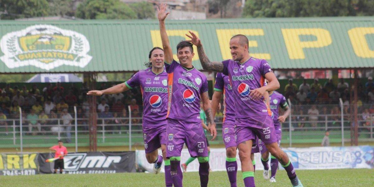 Antigua GFC da la sorpresa en el arranque del Clausura y derrota al bicampeón