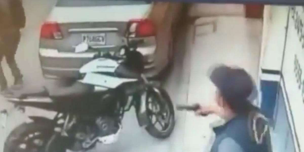 VIDEO. Hombre intentaba robar moto, pero policías lo impiden