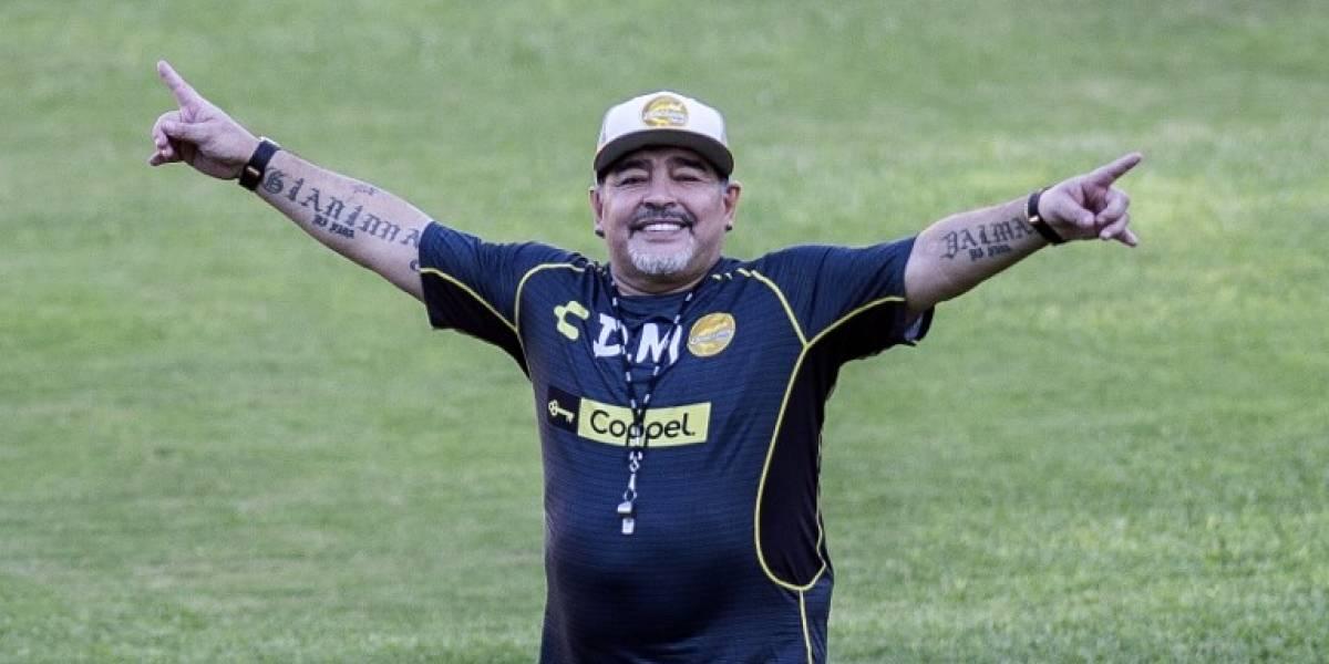 Maradona publica un mensaje y una foto tras ser operado con éxito en Argentina
