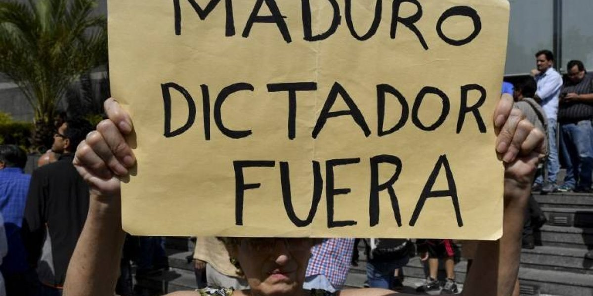 Decenas de venezolanos protestan contra Maduro en Madrid