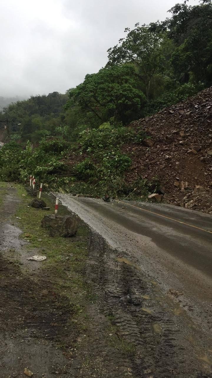 Por más de 18 horas se encuentra cerrada la vía Aloág-Santo Domingo ECU 911