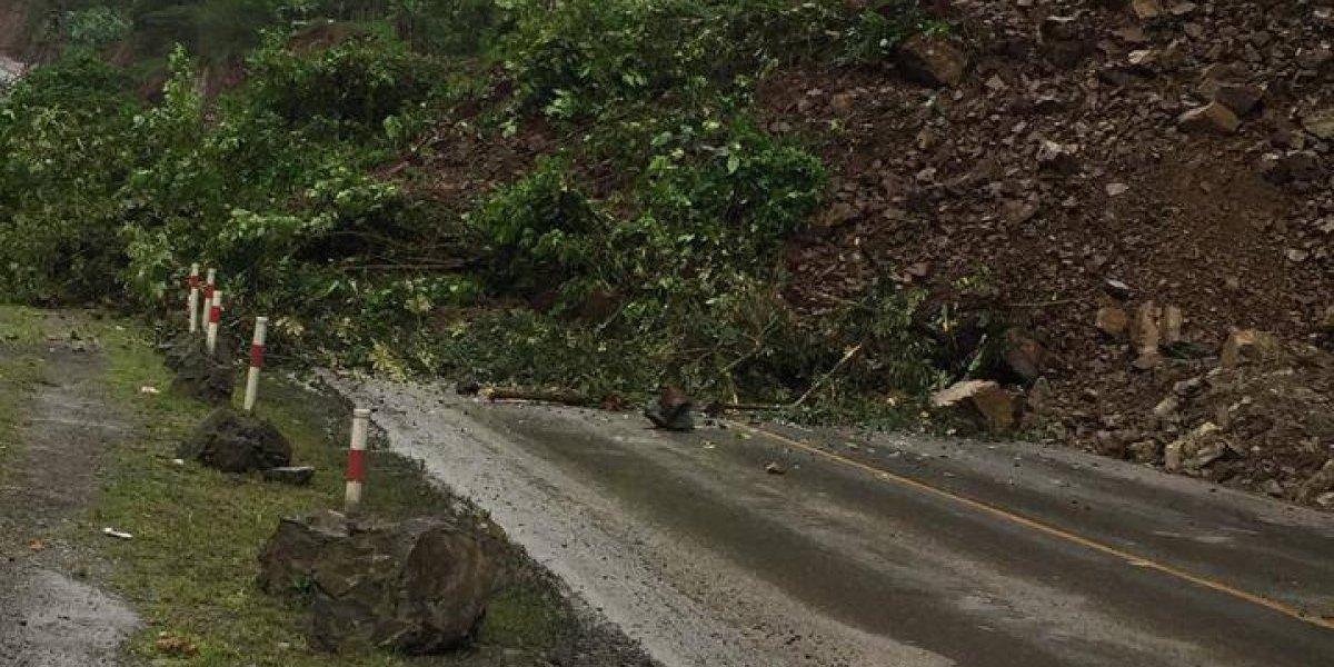Por más de 18 horas se encuentra cerrada la vía Alóag-Santo Domingo