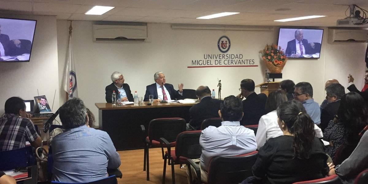 Universidade chilena recebe presidente do PSD goiano para falar sobre democracia no Brasil