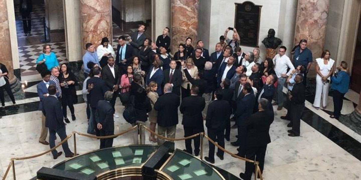 Líderes legislativos discuten situación de Puerto Rico con congresistas