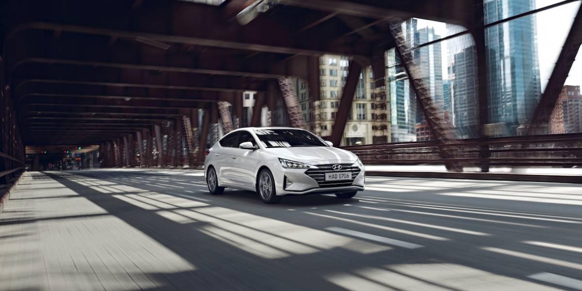 El Elantra de Hyundai se renueva ganando atractivo