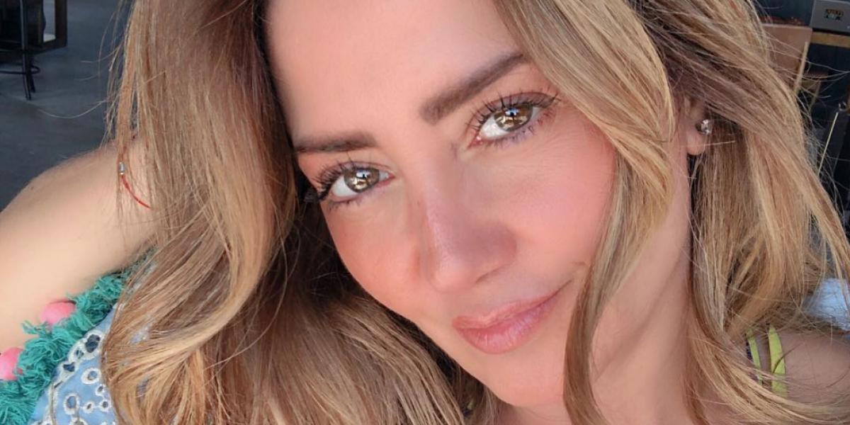 Andrea Legarreta celebra con sexy bikini sus 3 millones de seguidores