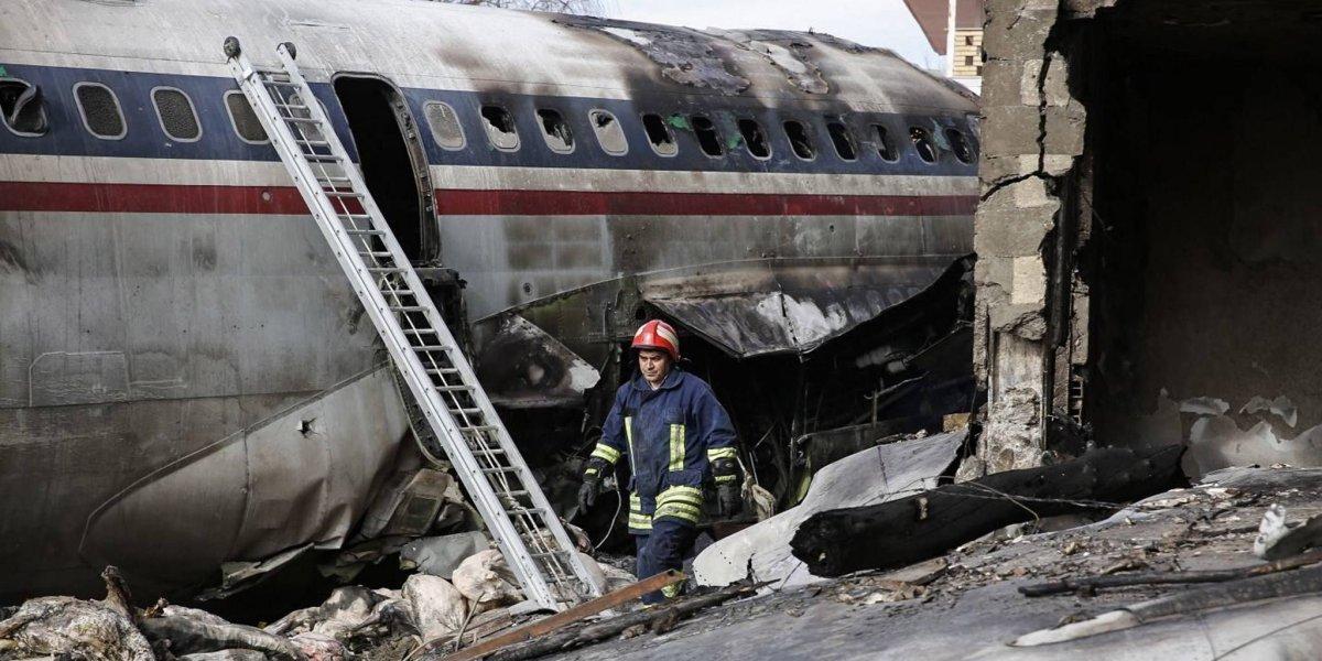 Un saldo de 15 muertos dejó un avión que se estrelló en Teherán