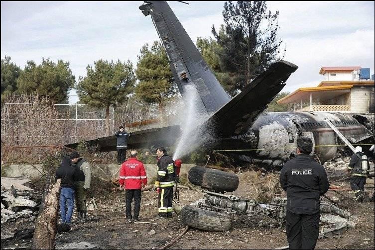 Mueren 15 personas al estrellarse un avión RT