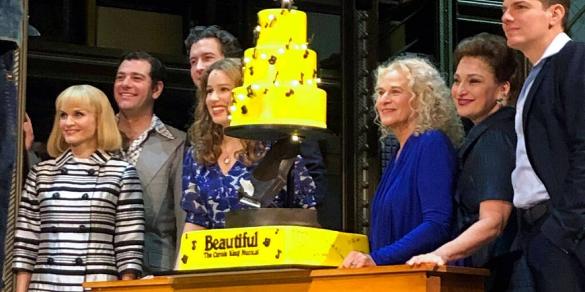 Carole King se presenta en musical en Broadway sobre su vida