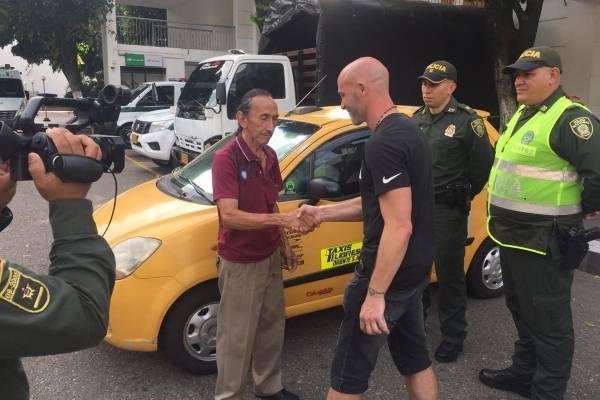 El técnico tuvo un peligroso percance. /imagen: Twitter Deportivo Cúcuta
