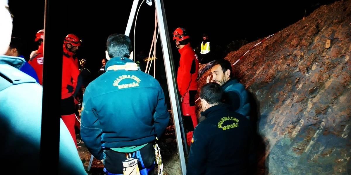Buscas pelo bebê que caiu em poço na Espanha chegam ao sexto dia