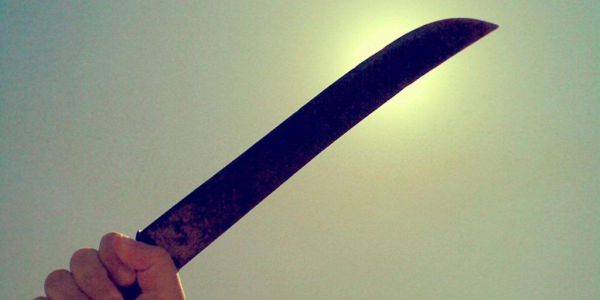 Apresan a acusado de agredir con machete a esposa e hijastra