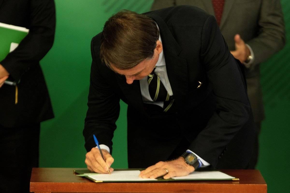 Bolsonaro firmó el decreto que flexibiliza la tenencia de armas