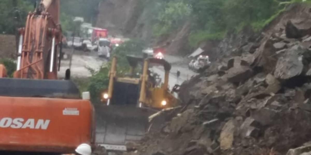Vía Alóag -Santo Domingo lleva más de 12 horas cerrada este 15 de enero