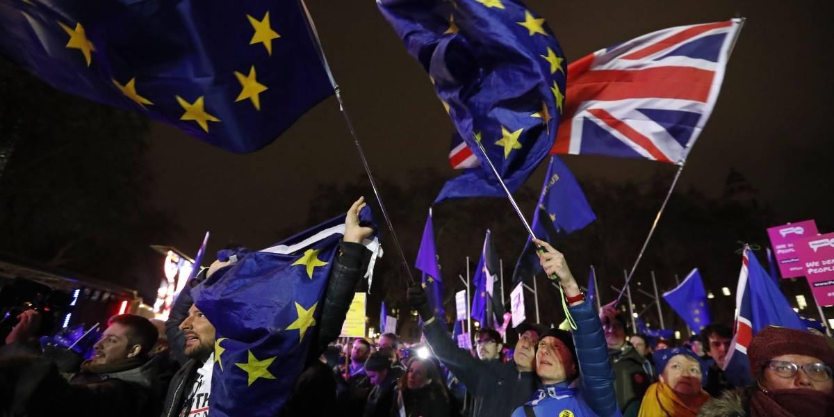 """Rotundo """"no"""" de Parlamento británico al Brexit"""