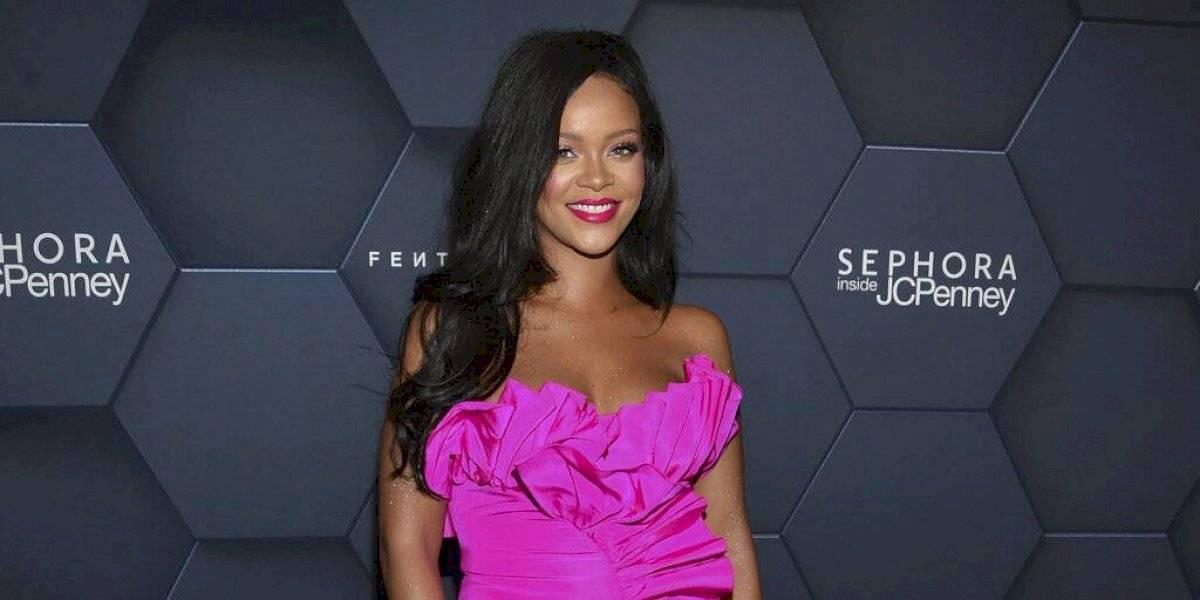 FOTOS. Rihanna muestra sus atributos en candente lencería transparente