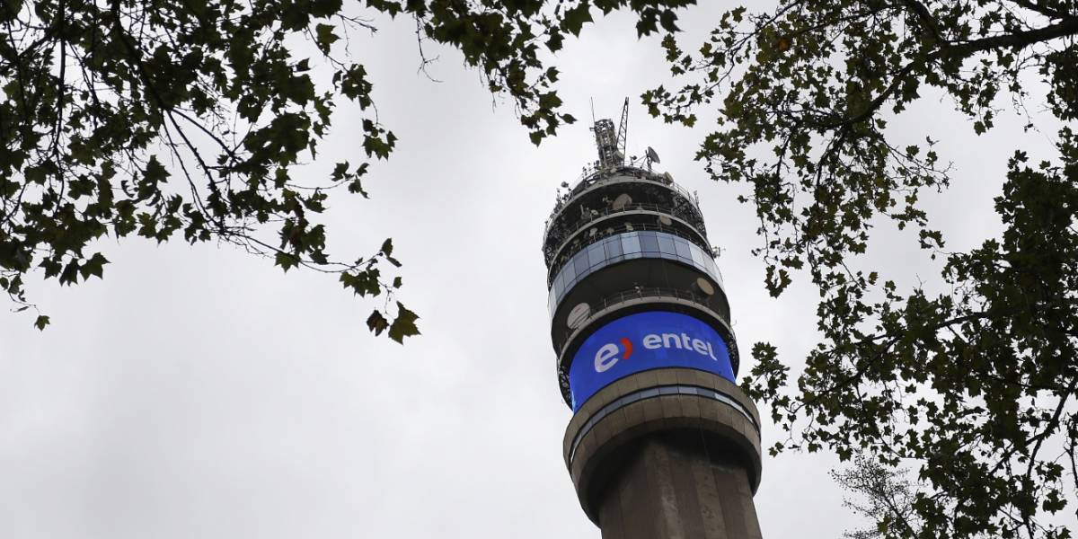 Entel y Movistar presentan fallas en conectividad en la Región Metropolitana