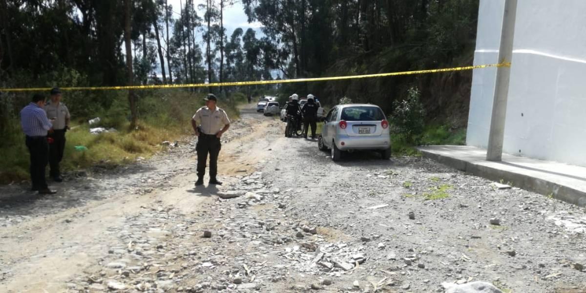 Quito: Dos policías fueron hallados muertos en un patrullero