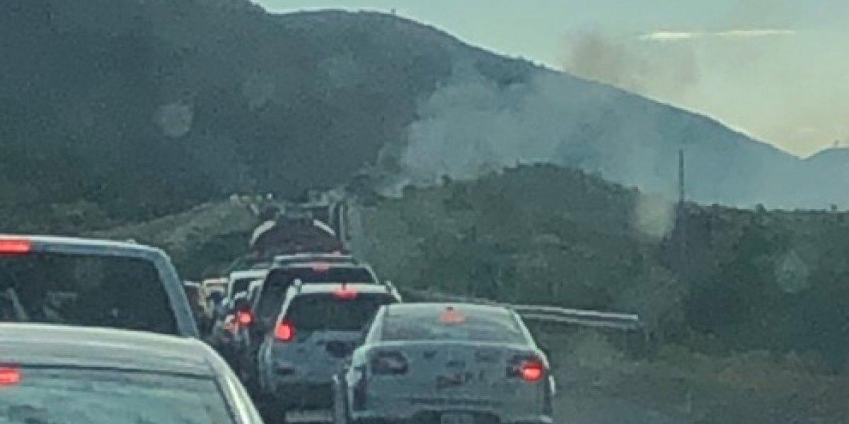 Reabren carretera PR-52 tras vehículo incendiado