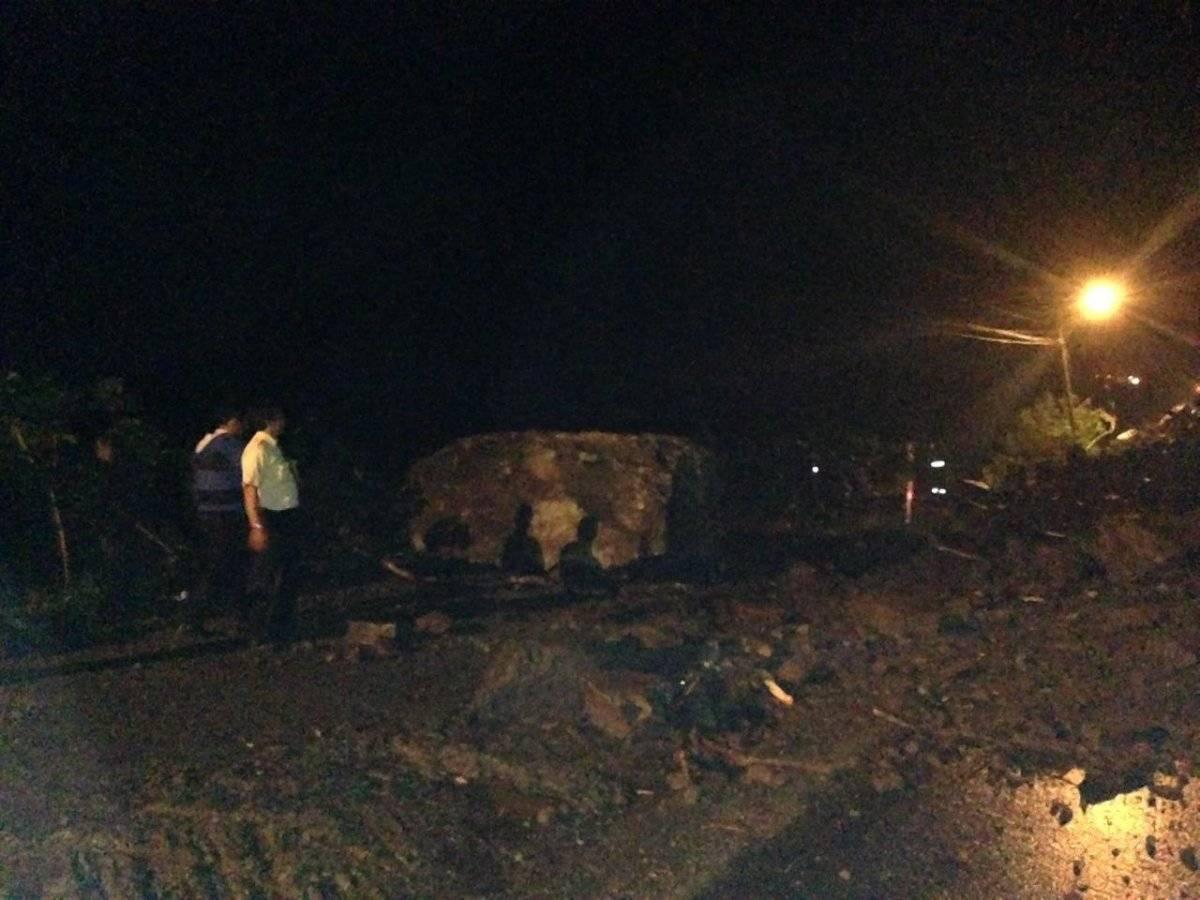 Deslizamiento de tierra en el km 68 de la vía Alóag- Santo Domingo ECU 911