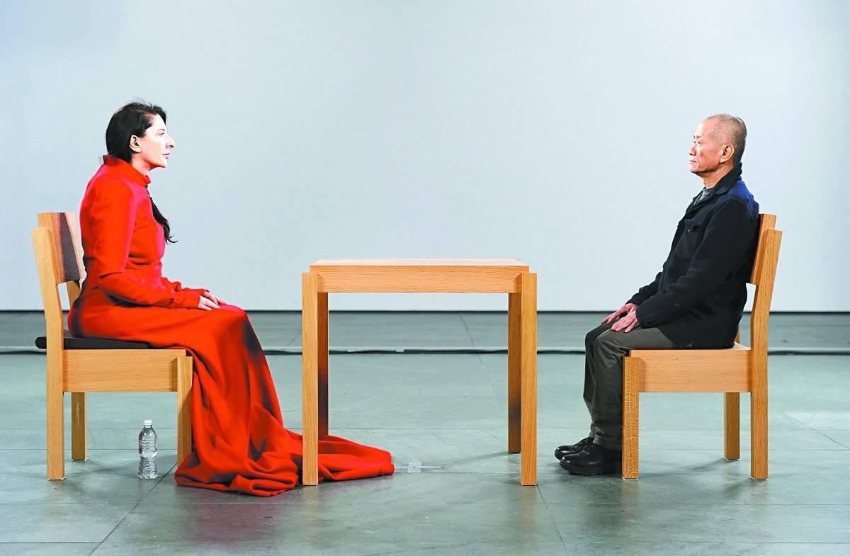 """5. """"Nightsea Crossing"""". Uma das versões de sua obra em que duas pessoas se olham nos olhos em silêncio. Getty Images"""