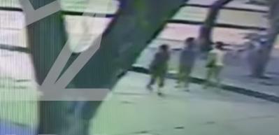 Video registra momento en el que madre e hija son arrolladas por un carro en Cali