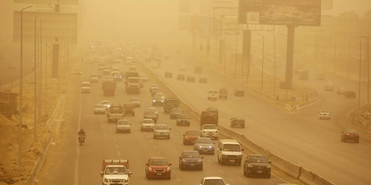 Tormentas de polvo, aguaceros y granizadas azotan El Cairo