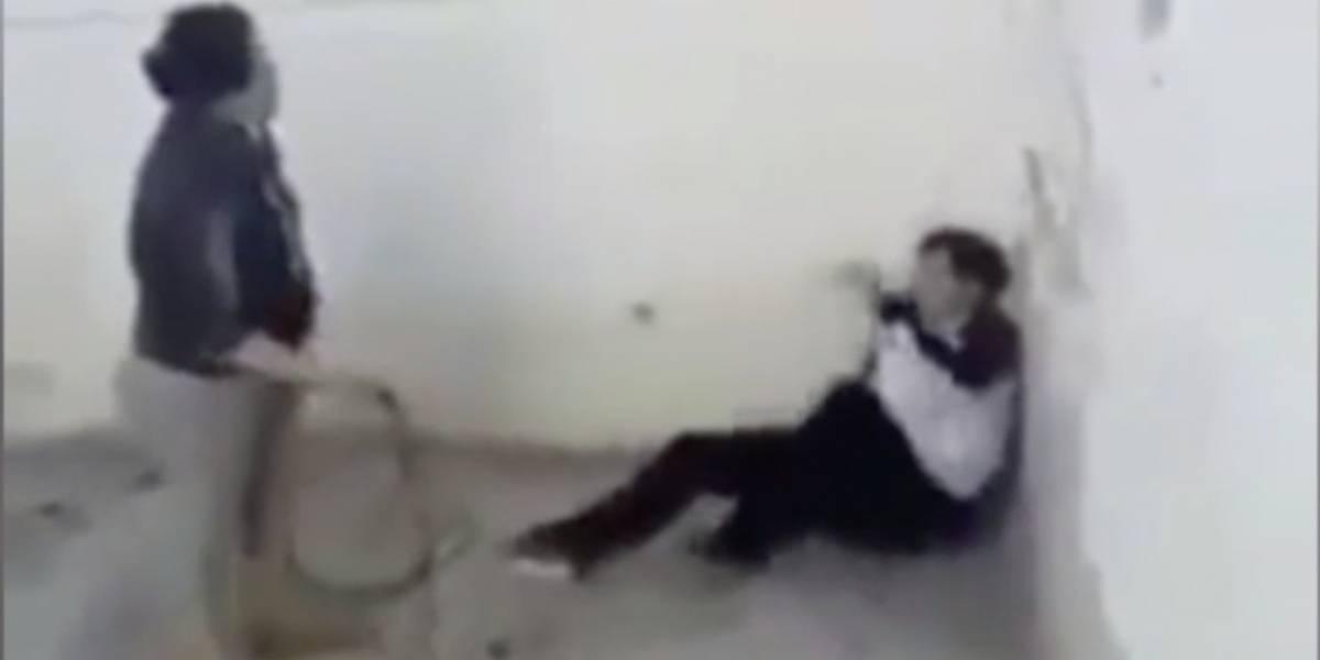Video: Mujer da brutal golpiza y humilla a su hijo de 17 años
