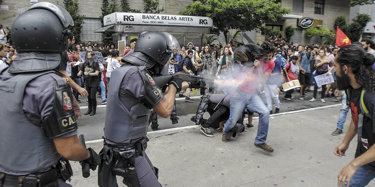 Dois são presos em protesto contra aumento de tarifa