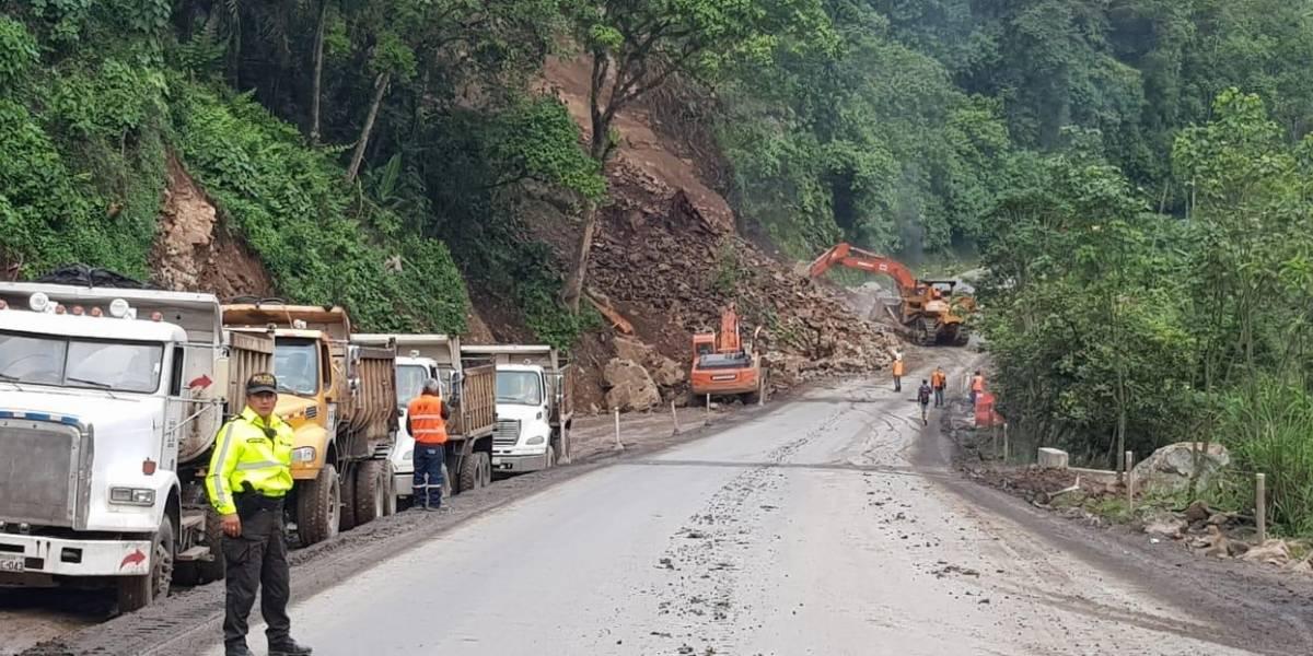 La vía Alóag- Santo Domingo está habilitada parcialmente tras segundo derrumbe