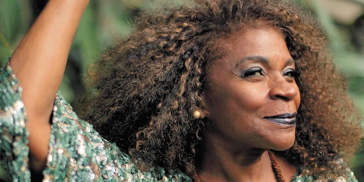 'Não existe essa tal de democracia racial', diz Zezé Motta; atriz lança biografia sobre 50 anos de carreira