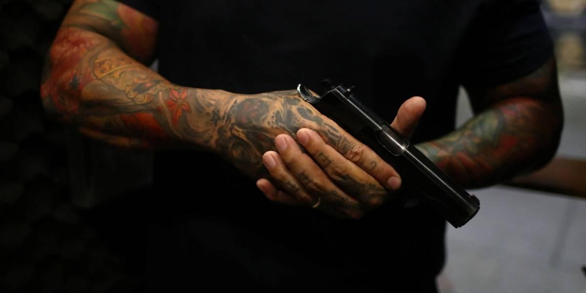 Assalto a banco em São Paulo tem refém e troca de tiros