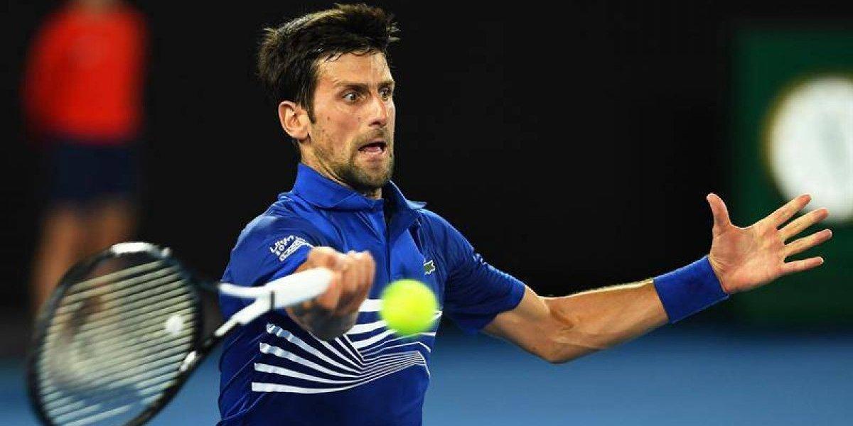 Novak Djokovic y Serena Williams hacen lo propio para avanzar en el Abierto de Australia